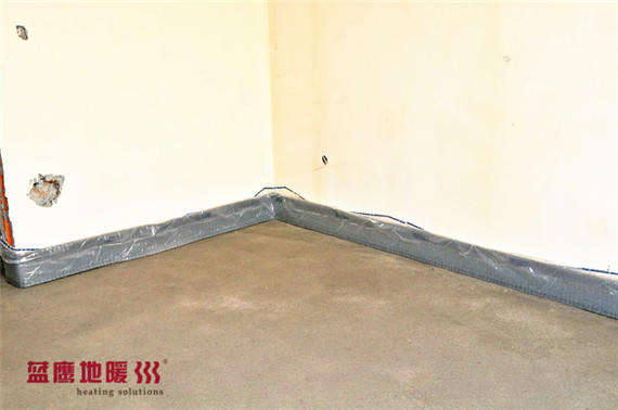 rehau-edge-insulation-strip-installed_副本.jpg